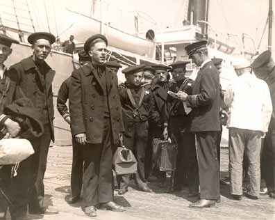 trainees leaving Shipping Board training ship